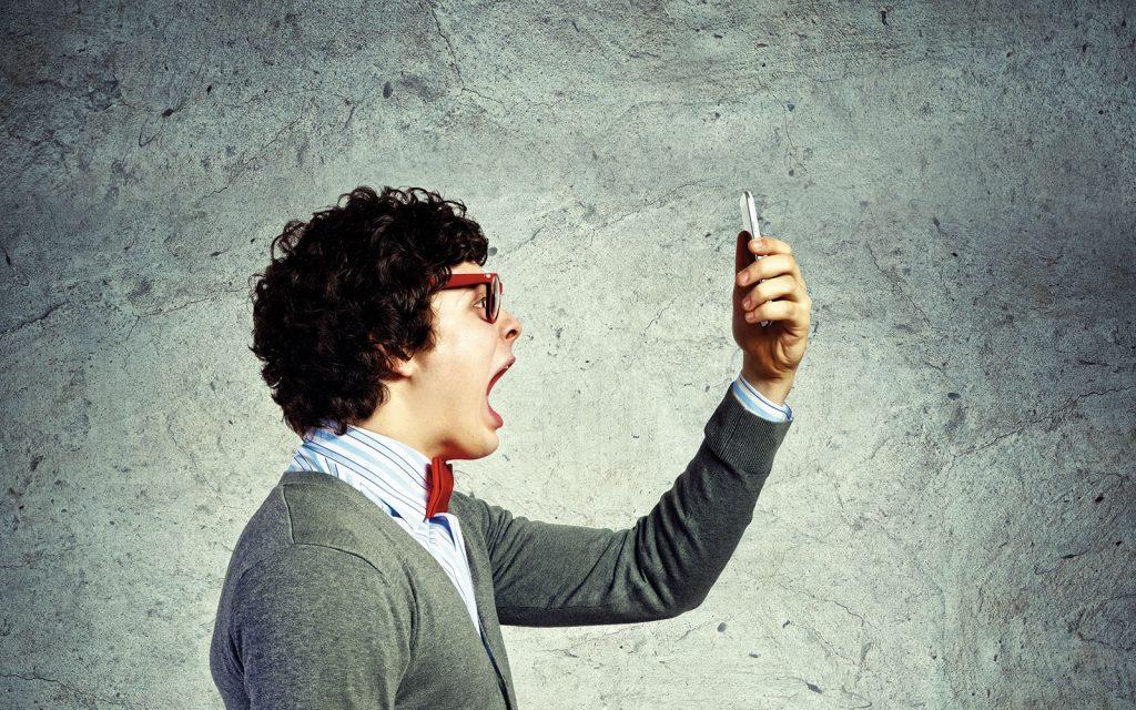 Homme-colere-Telephone